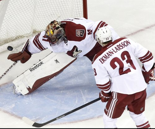 Arizona Coyotes start strong with win in L.A.