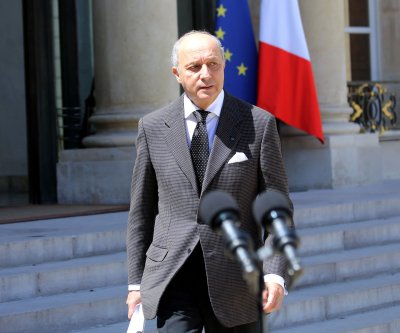 French FM sees coalition against IS, but Russia stalls