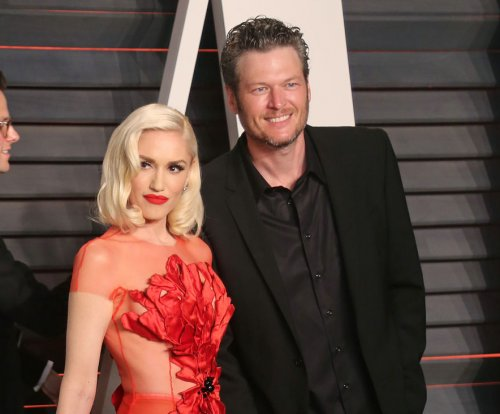 Gwen Stefani, Blake Shelton make red carpet debut as couple
