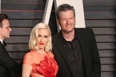 Gwen Stefani, Blake Shelton make red carpet debut as couple