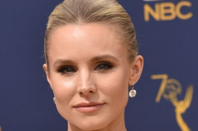 Kristen Bell shares photo of 'Veronica Mars' revival cast