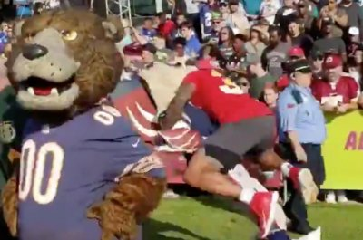 Jets' Jamal Adams lays out Patriots mascot at Pro Bowl