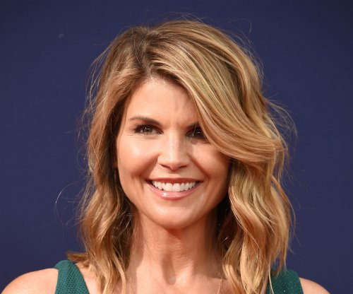 USC coach to plead guilty to role in Lori Loughlin case
