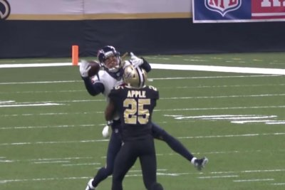 Texans WR Will Fuller makes incredible leaping catch against Saints