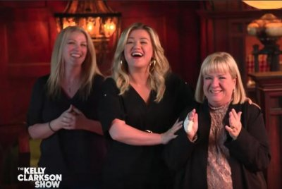 'Lucifer': Kelly Clarkson visits set with mom, sister ahead of Season 5