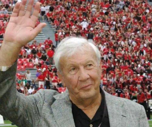 Legendary Auburn football coach Pat Dye dies at 80