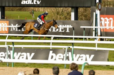 Female jockey makes history as British steeplechase longshot winner