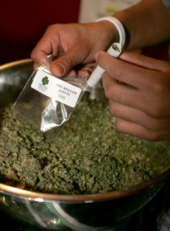 Feds, Oakland in marijuana debate