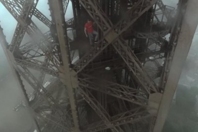 Daredevils climb to near top of Paris' Eiffel Tower