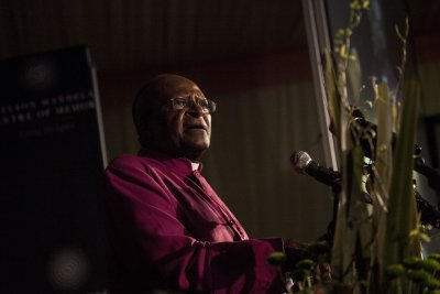 Desmond Tutu returns to South Africa hospital with infection