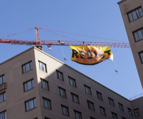 Greenpeace protesters climb crane blocks from the White House