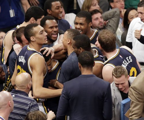 Utah Jazz jostle Golden State Warriors