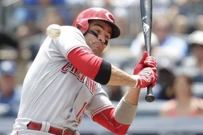Cincinnati Reds' Joey Votto breaks thumb, could miss one month
