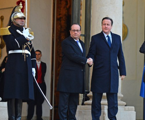 Cameron urges British bombing of Islamic State during Paris visit