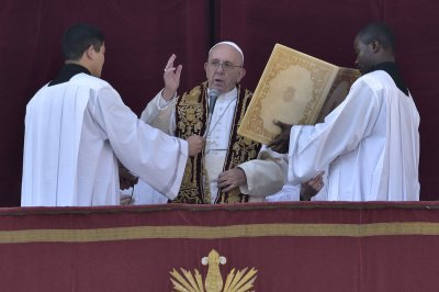 Pope condemns 'rejection' of migrants in Easter address