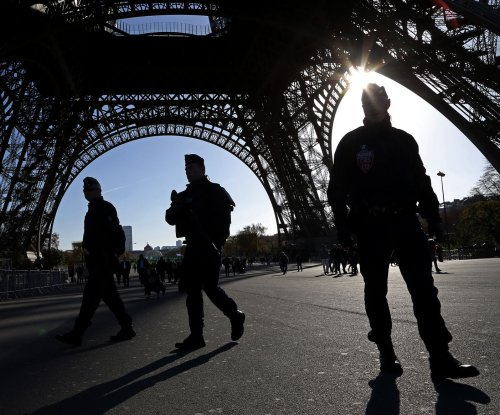 Paris to construct $22M permanent barrier around Eiffel Tower