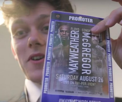Fan films himself sneaking backstage at Floyd Mayweather - Conor McGregor presser