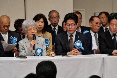 Families of Japan abductees express hope after Korea summit