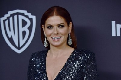 Debra Messing lands lead in Starz comedy, 'East Wing'