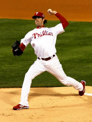 Phillies' Hamels has sore elbow examined