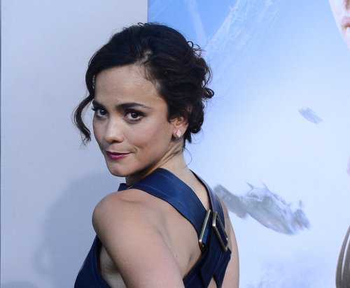 USA Network orders 'Queen of the South' series starring Alice Braga