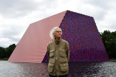 Christo unveils first British project -- mastaba on London lake