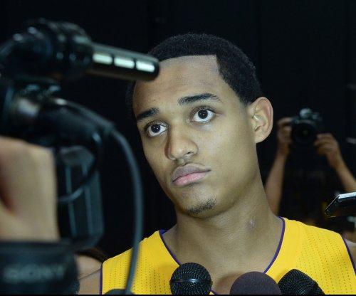 Los Angeles Lakers' Jordan Clarkson leaves game with knee injury