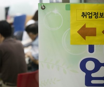 Young South Koreans increasingly giving up job search