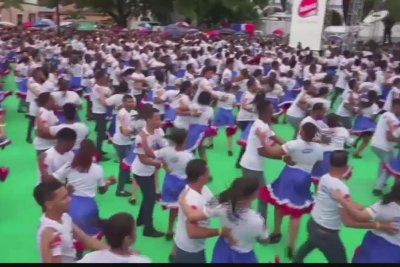 422 couples merengue dance in Dominican Republic for Guinness record