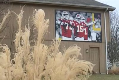 Kansas man ordered to remove giant Chiefs mural from side of home