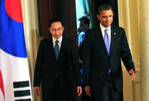 Obama, Lee laud free-trade agreement