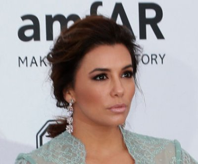 Eva Longoria slams journalist who criticized eyeglasses campaign