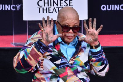 Quincy Jones honored in imprint ceremony at TCL Chinese Theatre