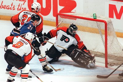 On This Day: Hextall becomes 1st NHL goalie to score in playoffs