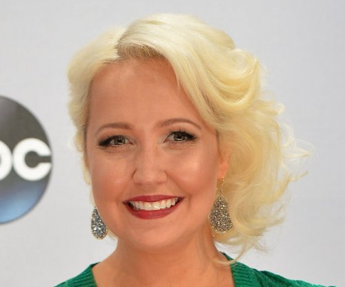 Meghan Linsey surprises Blake Shelton on 'The Voice'