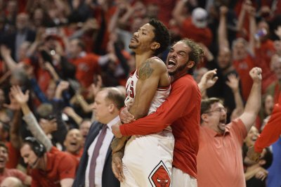 Rose, Chicago Bulls beat Cleveland Cavaliers at buzzer