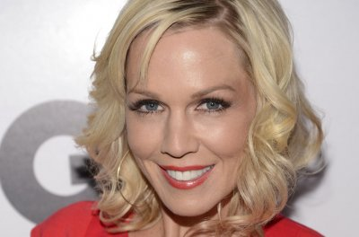 Jennie Garth on 'Beverly Hills 90210' reunion: 'I wouldn't be opposed to that'