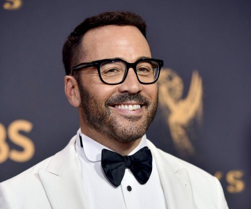 Jeremy Piven denies groping former Playboy model