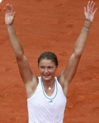 Safina goes to French Open final