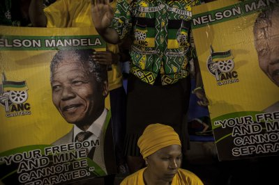 Mandela daughter describes father's final moments