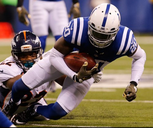 Indianapolis Colts sign NT Al Woods, re-sign DB Darius Butler