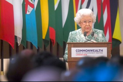 In Christmas address, queen urges Britain to overcome differences