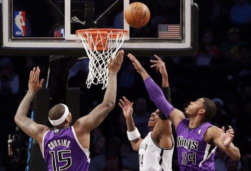 Sacramento Kings rout Milwaukee