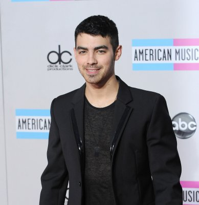 Joe Jonas, girlfriend Blanda Eggenschwiler split