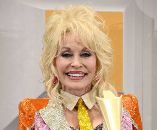 Dolly Parton to renew vows on 50th wedding anniversary