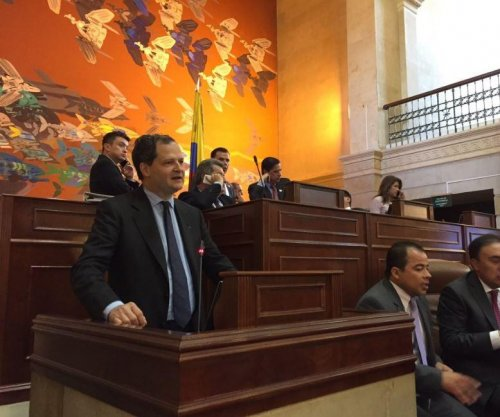 Colombian Congress unanimously approves FARC peace