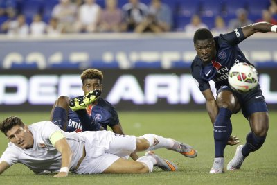 Serge Aurier: Tottenham signs Paris Saint-Germain right back