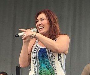 Jo Dee Messina postpones tour amid cancer battle