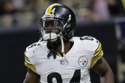 Pittsburgh Steelers WR Antonio Brown (knee) sits out practice