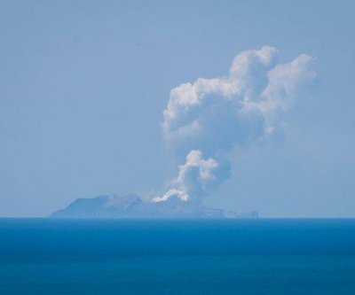 Tourists injured, missing after volcano erupts on New Zealand's White Island